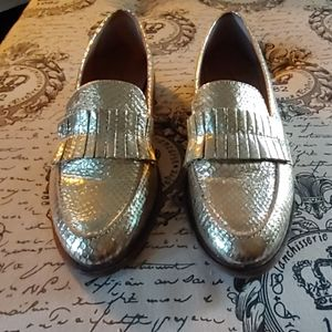 EUC Seychelles Gold Loafers size 9